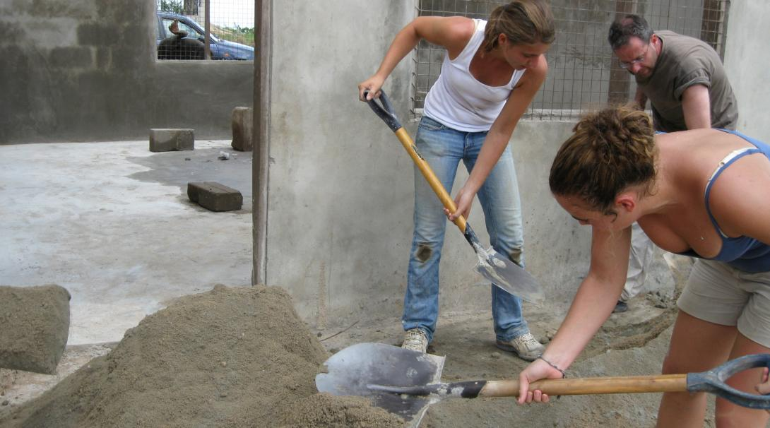 An important part of building volunteer work in Ghana is to prepare building materials.